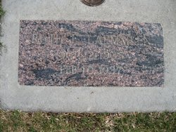 Laemmlen, Ruth b. 1935 headstone