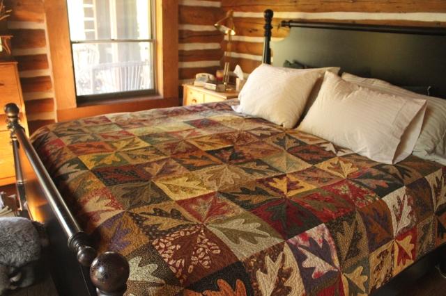 Quilt, split leaf on cabin bed