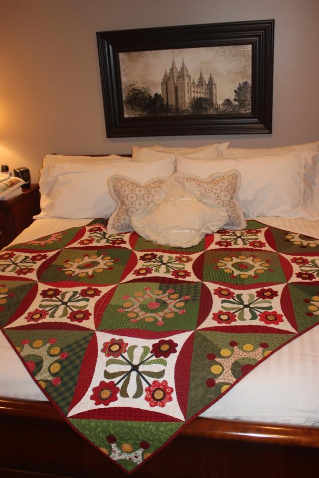 Ann's Christmas Quilt (2)