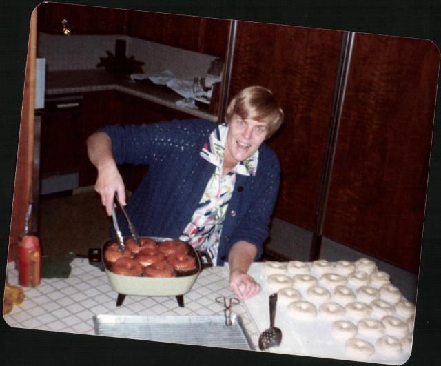 Laemmlen, Grace making donuts