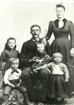Smith, Joseph and Estella Holt family 1