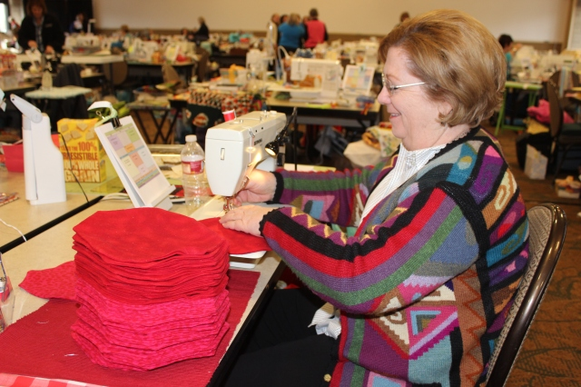 2015-4 American Quilting Retreat (107)