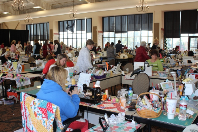 American Quilting Retreat 2015: 144 Women. 144 Machines. One Room ... : quilting retreat - Adamdwight.com