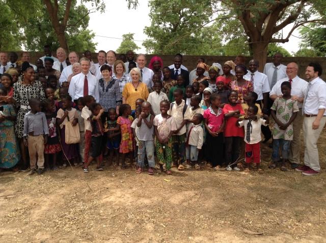 2017-5-23 Elder Bednar In Ouelessebougou (7)
