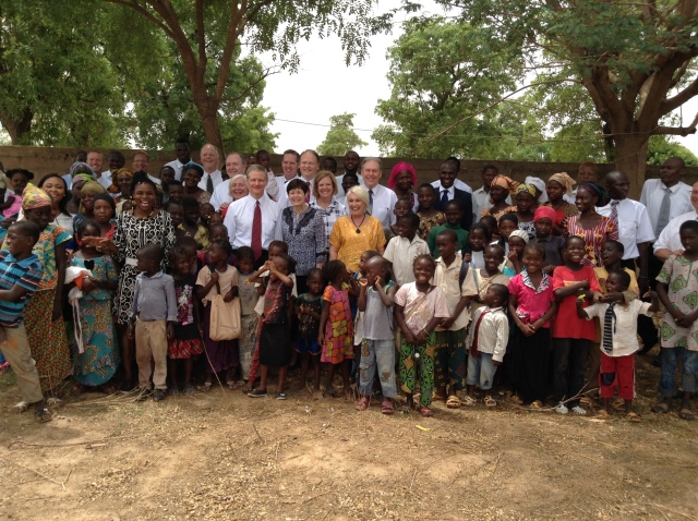 2017-5-23 Elder Bednar In Ouelessebougou (8)
